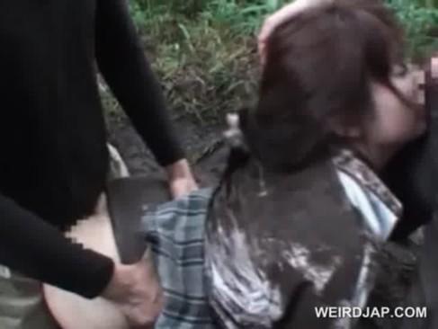 【閲覧注意】山奥で泥だらけで犯される女子校生……