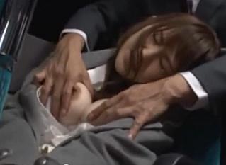 バスの中で泥酔して寝ているOLの巨乳を鷲掴みにしてトイレに連れ込んで犯すサラリーマン