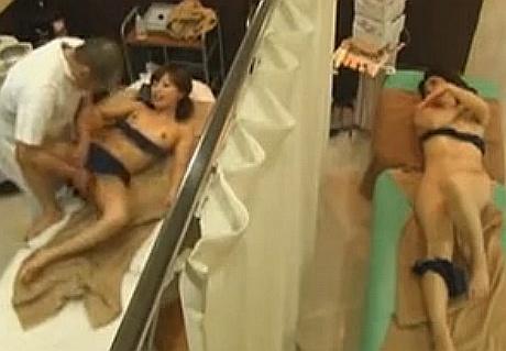 母親と娘の身体を一つの部屋で交互に堪能して中出しレイプする鬼畜整体師