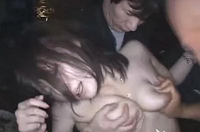 【鬼畜レイプ】野外で意識が朦朧としている可愛い女を輪姦中出しレイプしまくってる動画