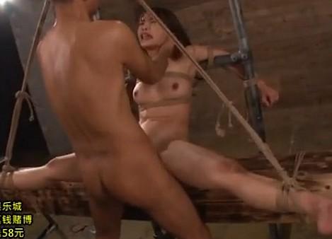 新体操の女を拉致監禁!180度開脚状態で拘束して中出しレイプ!