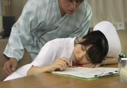 夜勤中に無防備に寝ているナースはレイプしてもいいよね?
