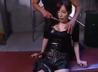 スレンダー巨乳の女捜査官が組織に捕まり新種の媚薬で犯されまくる