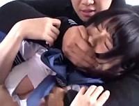 美少女ロリJKがバスの後部座席で痴漢にレイプされ、その様子を動画撮影されてしまう!