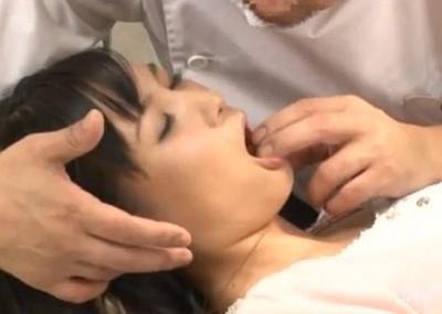 歯医者で麻酔をかけられて中出しレイプされる人妻