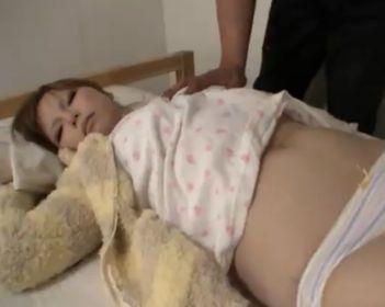 高熱で寝込む後輩の女を介抱するフリしてレイプする鬼畜男