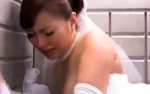 結婚式の日に旦那の上司から寝取られレイプされるウェディングドレスの花嫁