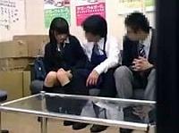 万引きした学生カップル、口止めとして彼氏の目の前で女子校生の彼女をレ●プ!