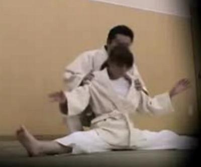 女子柔道部にいるのが不思議な美少女をコーチがストレッチからの寝技でレイプ
