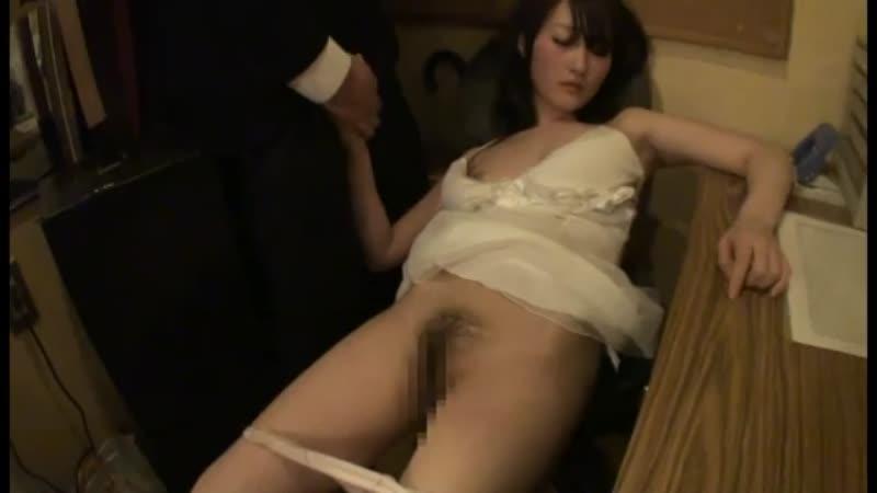キャバ嬢が泥酔してるから身体触りまくってぶっかけてみたwwwww
