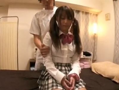 ロリ可愛いツインテール女子校生には中出しレイプマッサージしちゃおうねー