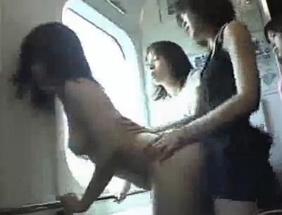 レズなお姉さんたちに囲まれてガチ走行中の電車の中でペニバンレイプされる女子校生
