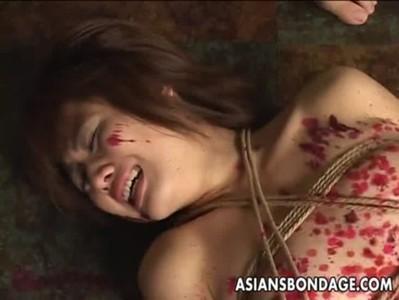 【鬼畜】全身ロウ責めの拷問を受けて泣き叫ぶお姉さん