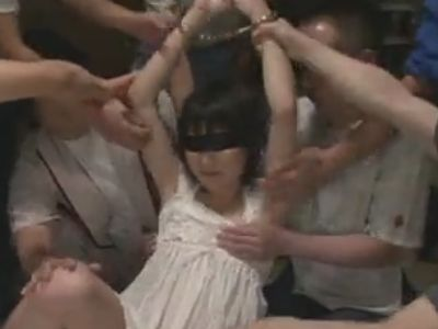 【無修正】オッサン集団に凌辱レイプされまくる女の子