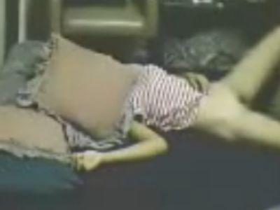 【無修正・海外・ガチレイプ】眠らされてピクリとも動かない女性を集団レイプする外国人