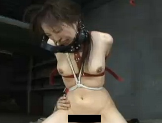 【無修正・中出し】拘束されて拷問レイプされてしまう女が悲惨wwww