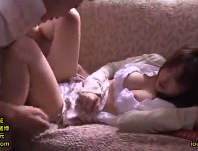 【長編】脱獄してきた強姦魔に何度も中出しレイプされる美巨乳の人妻wwww