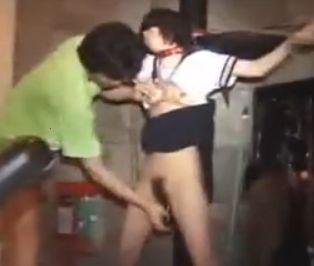 セーラー服の女子校生を目隠し+緊縛で変態調教