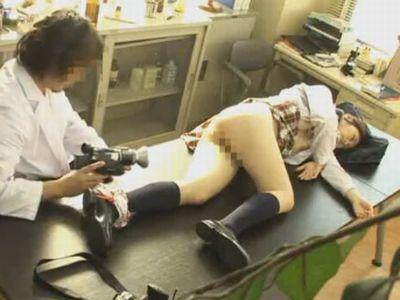 女子生徒を睡眠薬で眠らせて中出しレイプする科学教師