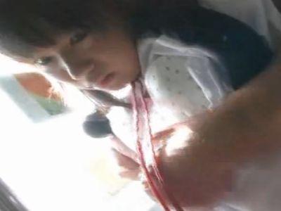 電車に乗っていたら痴漢にツルツルパイパンを弄られまくったJK
