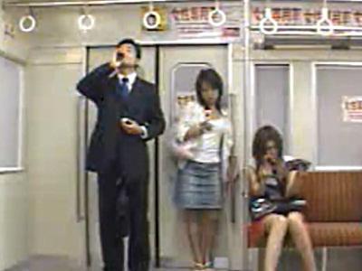 電車内で透明になれる薬を飲んでギャルにフェラチオさせる男wwww