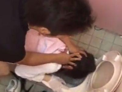 女子トイレの中で顔中ザーメンまみれにされながら犯されて泣き叫ぶOL
