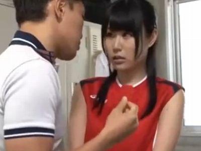 部活の更衣室でコーチにレイプされてしまった美少女JK