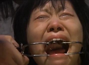 拷問レイプされる黒髪娘をスローでジックリ見てみようwwwww