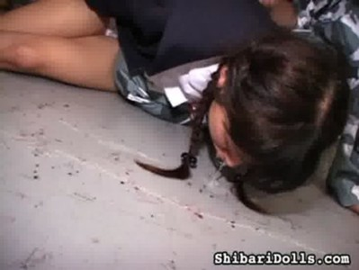 三つ編み女子校生を拉致してスパンキングからのイラマチオ攻撃wwww
