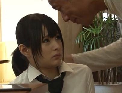 【長編】学校帰りの美少女を中出しレイプしたのはバイト先の常連客だった!バイト中も襲われる!