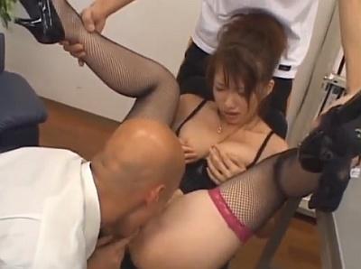 【無修正】セクシーな巨乳女教師を同僚の男教師たちが輪姦レイプ!www