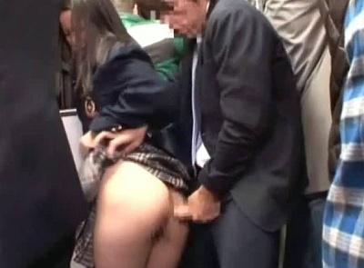 バスの中で女子校生に痴漢したら自分から腰フリだしやがったwwwwww