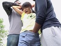 帰宅中の●学生を黒人が拉致レイプ!小さな女性器にザーメンが無くなるまで流し込んだ鬼畜映像!