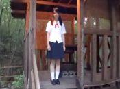 こんな山奥の小屋に一人でいるなぞの制服女子校生!制服姿があまりにも可愛くロリコン心をくすぐられたので無理やりキスしてレイプする
