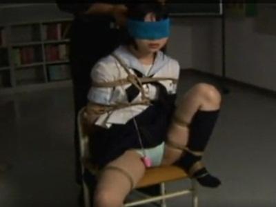 体を縛られ身動きできない女子校生を責めると興奮するんだが