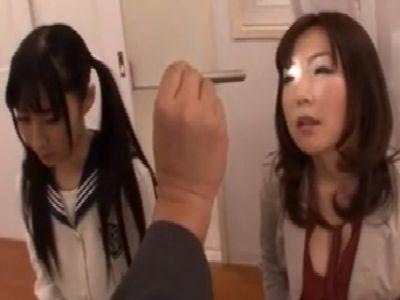 三者面談で教師から催眠術にかけられて乱交してしまう美人親子