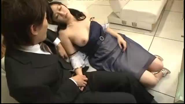 【泥酔レイプ】結婚式の二次会で飲みすぎた極上娘をトイレに連れ込みレイプ!!