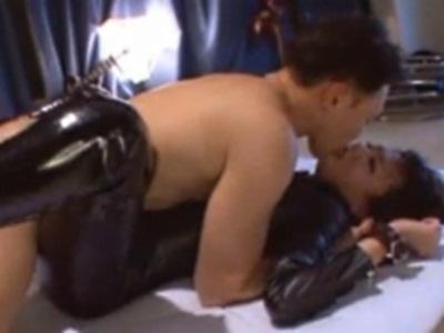 ワナに引っかかった秘密捜査部のエロボディの女捜査官が犯される