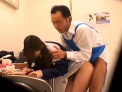 可愛い女子校生が万引きすると確実に中出しレイプされているという事実