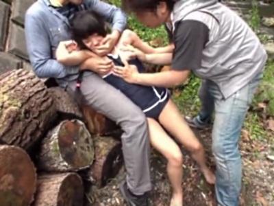 【鬼畜】林間学校にきていた女の子を襲い、ハメて顔射する男たち