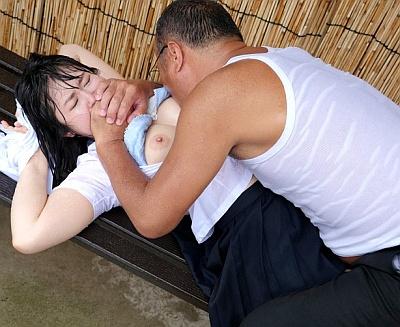【長編】田舎のバス停に雨に降られて透け透けの巨乳女子校生がいたから中出しレイプしたったwwww