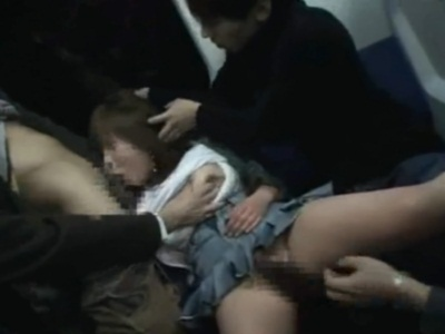 電車で眠ったお姉さんが男たちからフェラをさせられブッカケられる