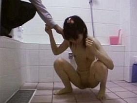 【闇深】小○生のパイパンまんこに中年男が無理やり肉棒ねじ込み性交する