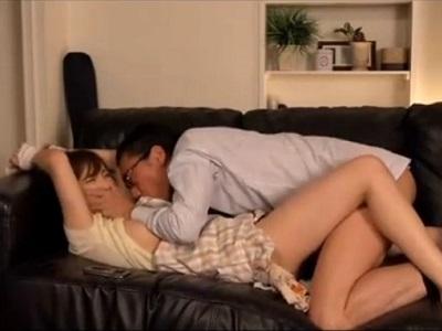 若妻のうたた寝中に家に上がり込み拘束してソファーで犯す男