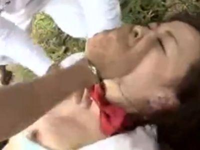 「オラ!しゃぶれよ!殺すぞ」脅されながら野外レイプされる巨乳女子校生