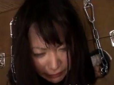 密室に監禁した3人の女を拷問器具で固定して中出しレイプ!