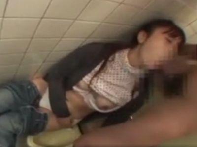 トイレで泥酔して眠りこけている女は中出しレイプしてもバレない件!