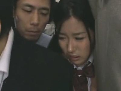 電車内でチ●コを擦りつけられてパンティの中に発射される女子校生