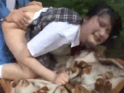 野外でレイプされる女子校生が窒息レベルのイラマチオ地獄にあうwwww