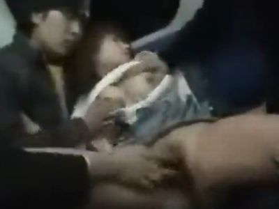 ガラガラの終電車両で寝落ちしている泥酔女にザーメンぶっかけ痴漢!